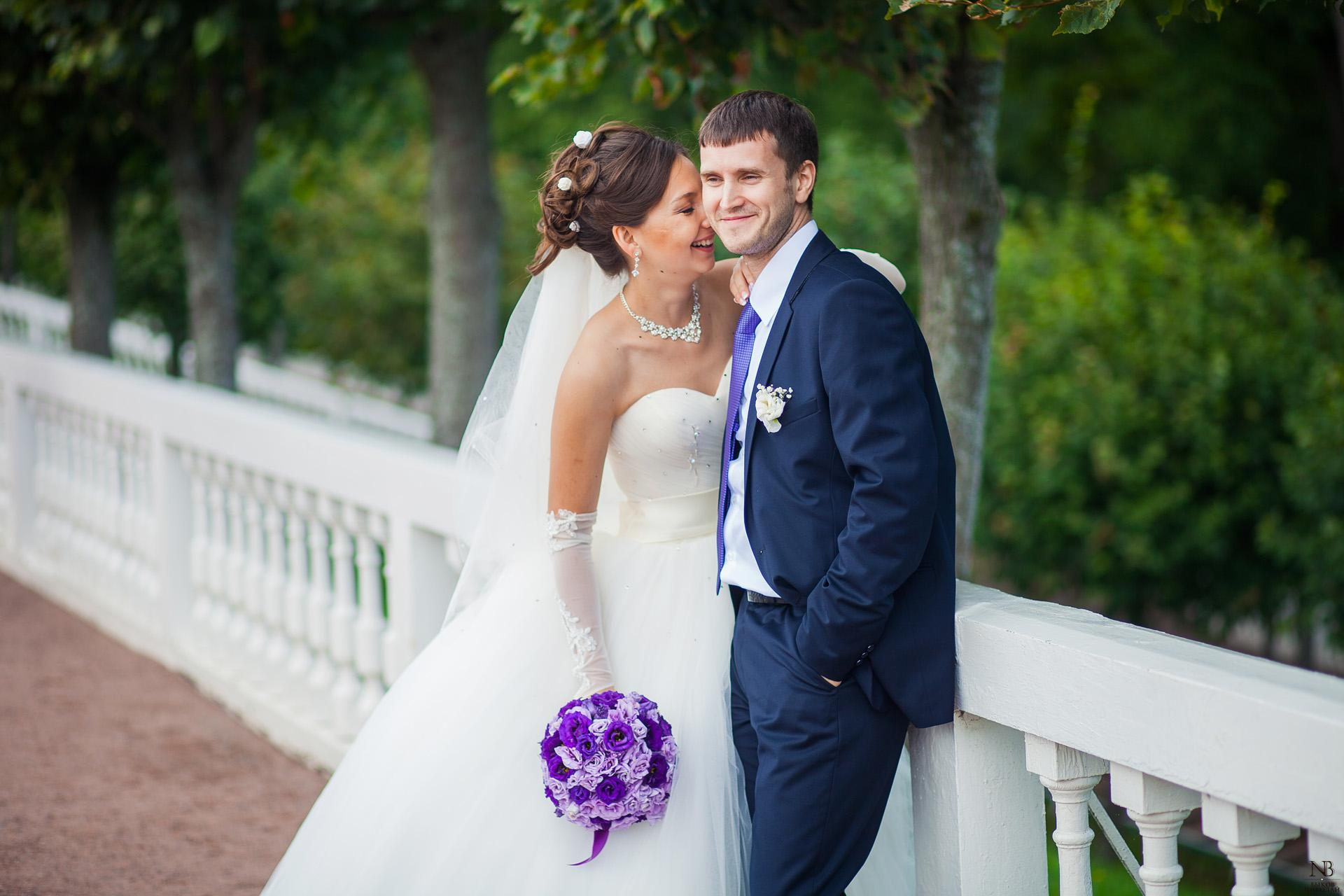 Красивые свадебные фотографии жениха и невесты летом